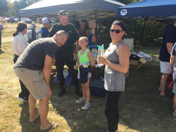 Local Citizen Organizes Picnic To Show Appreciation To Police