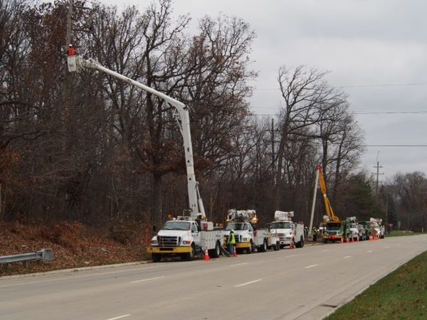 High winds knock out power for more than 140K MI homes