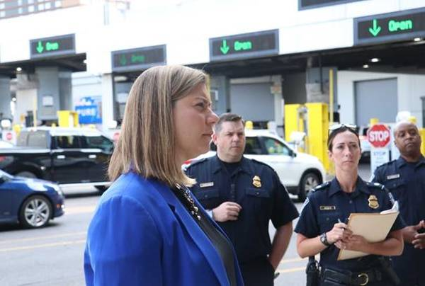 Slotkin Meets With CBP Officers At Canadian Border